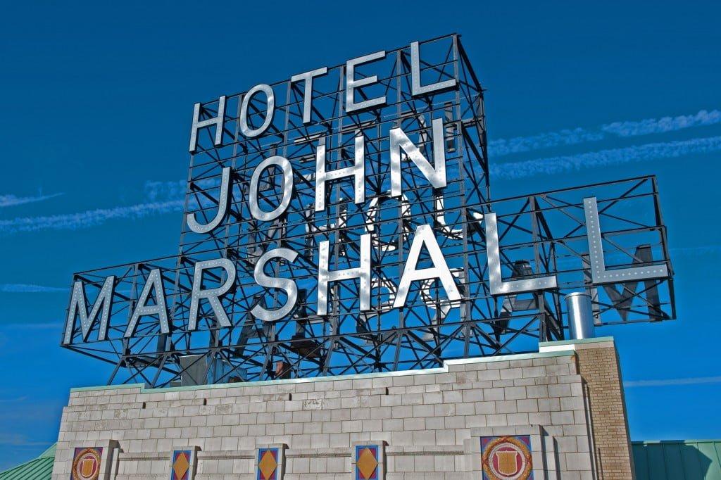www.holidaysigns.com-richmond-va-hotel-signs