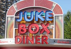 www.holidaysigns.com-richmond-va-usa-signage-for-theme-parks-amusement-park-signs